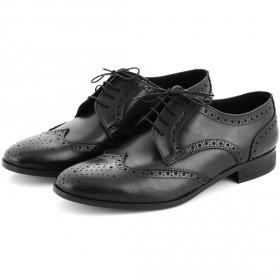 ميتاروتاندا – حذاء أسود مع تفاصيل بروج